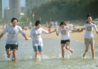 Enjoy a Good Time on Kurrawa Beach